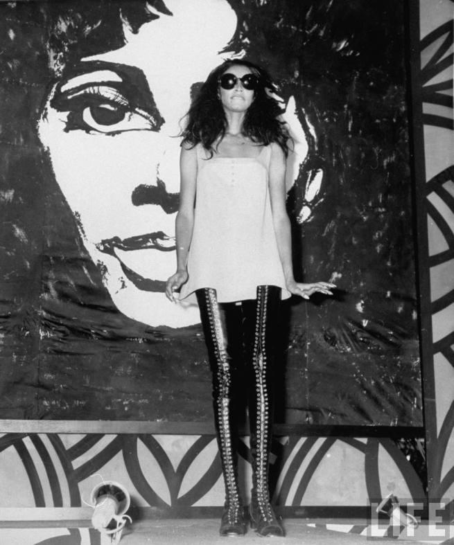 donyale-luna_sydney_1967_leather-lace-ups1