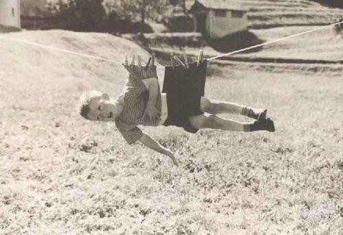 kid-hanging